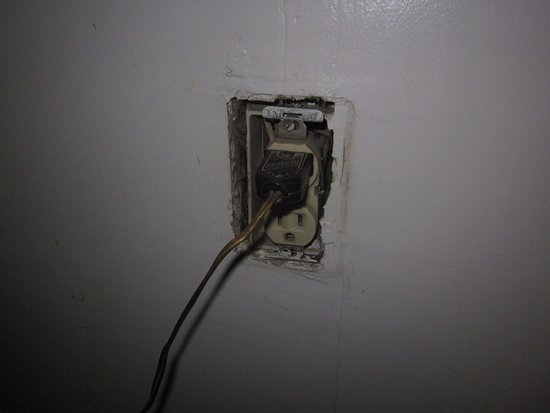 Grand View, ID: Another socket with uncovered live parts