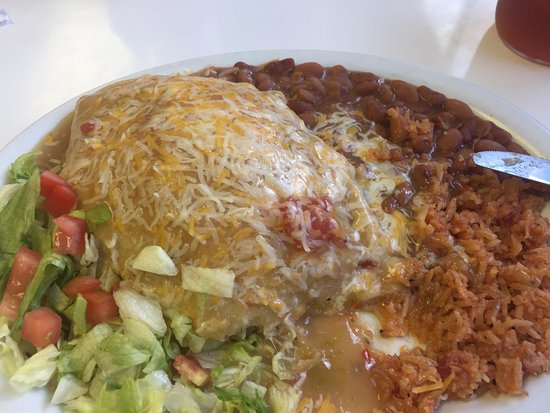 Mora, NM: Yes the ice cream is yummy but before the ice cream have a Stuffed Sopapilla with green chile! T