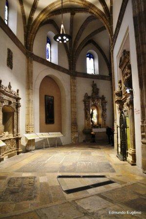 Alcalá de Henares, España: Ala de túmos de pessoas famosas do lugar.