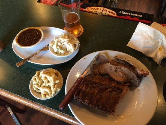 Tennessee Jed's: Great ribs and brisket platter