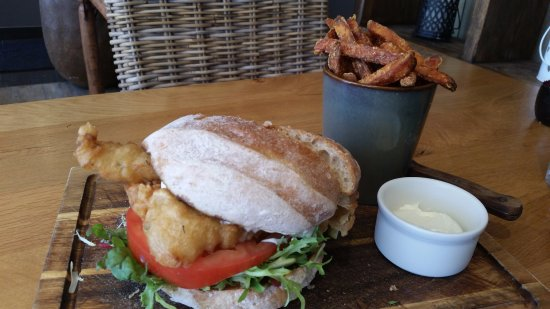 Vale, UK: Fish burger and sweet potato fries