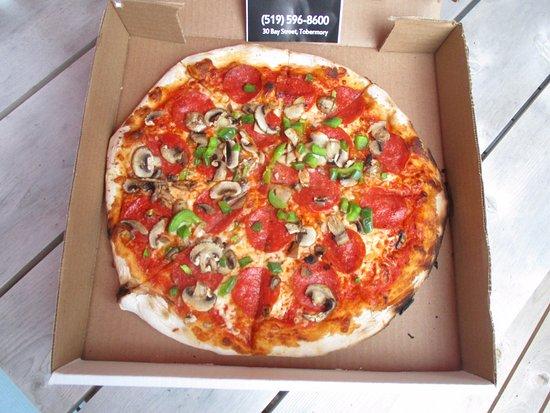 Della Rocca Pizzeria: Deluxe Pizza - delicious