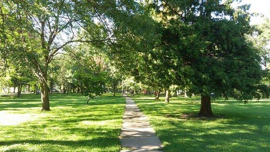 Evansville, WI: Upper park path