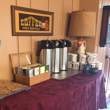 Mansfield Center, CT: Coffee/Tea Service set up in the Dining Room