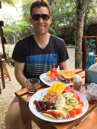 Las Palmas Maya: Malika's breakfast, lunch, and fresh pressed juices are amazing!