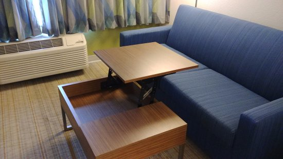 Holiday Inn Express Orlando Airport: Sofa with Funky Desk