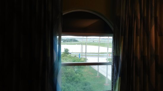 Holiday Inn Express Orlando Airport: Window with View towards Airport