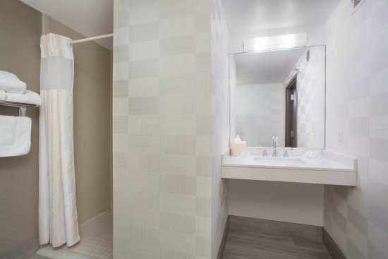 Hilton Garden Inn Salt Lake City/Layton: ADA Roll-in Shower Bathroom