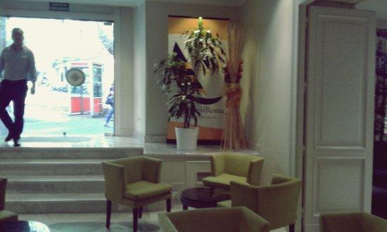 Hotel Imperiale: Bar con salida al exterior en pb.
