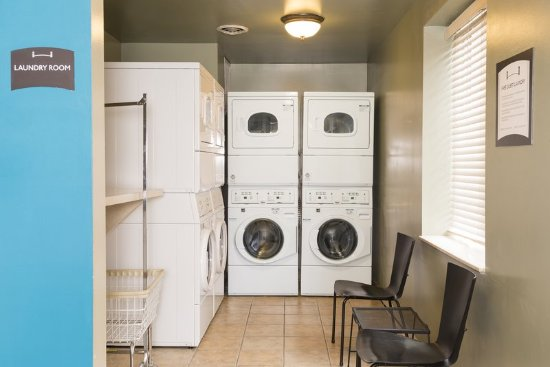 Staybridge Suites Chicago Oakbrook Terrace: Laundry Facility