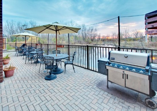 Staybridge Suites Chicago Oakbrook Terrace: Guest Patio