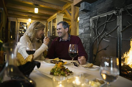 Holiday Inn Canmore: Dining in Canmore with more than 70 restaurants