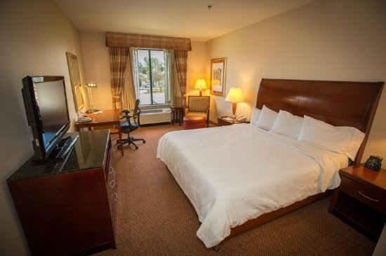 Montebello, CA: King Bedroom