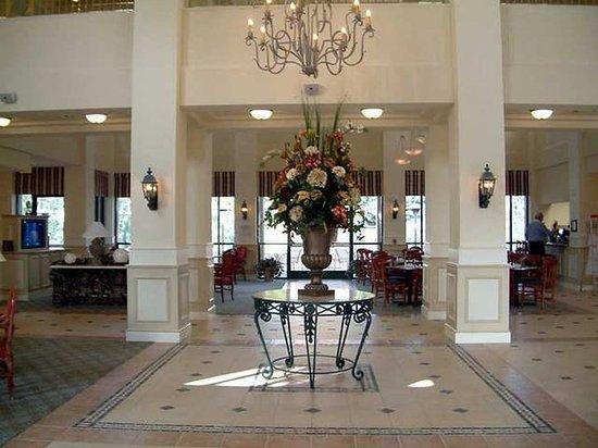 Montebello, CA: Lobby