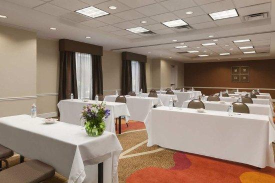 Hilton Garden Inn Islip/MacArthur Airport: Garden Room - Classroom Set-Up