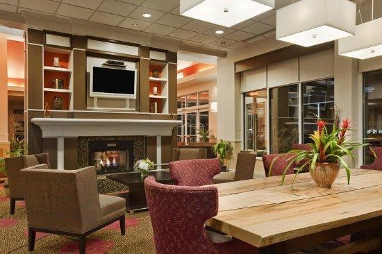 Hilton Garden Inn Islip/MacArthur Airport: Pavilion Lobby