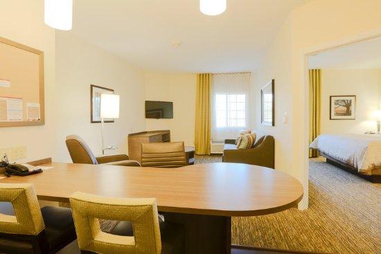 Auburn, AL: One Bedroom Suite Room View