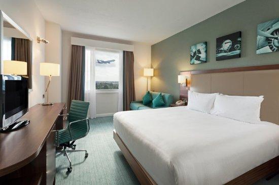 Hilton Garden Inn London Heathrow Airport : King Room with Sofa