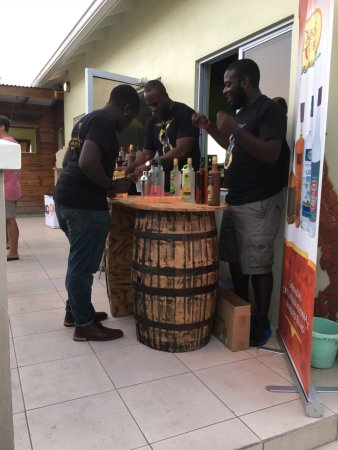 Cloud 9 Bar & Grill: Clarks court giving samples