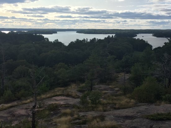 Muskoka Lakes, Canada: Huckleberry Rock Lookout Trail