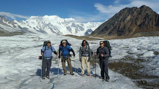 McCarthy, อลาสกา: Kennicott Glacier group pic