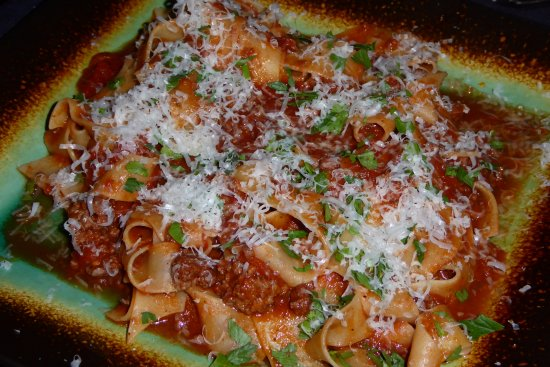 Dolce Vita: Pappardelle w tomato meat sauce