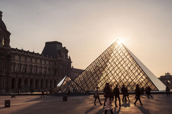 Last-Entry Louvre Museum Tour to See...