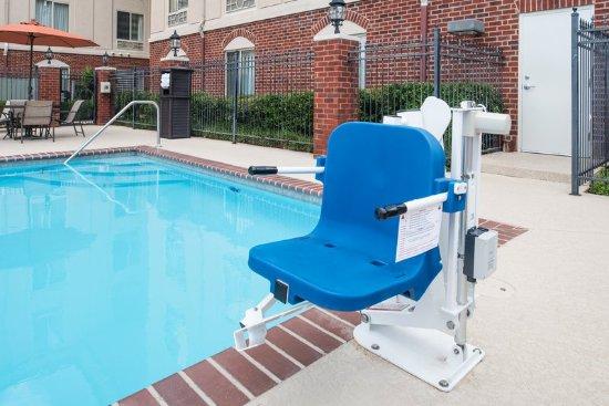 Holiday inn express hotel suites west monroe for Preisvergleich swimmingpool