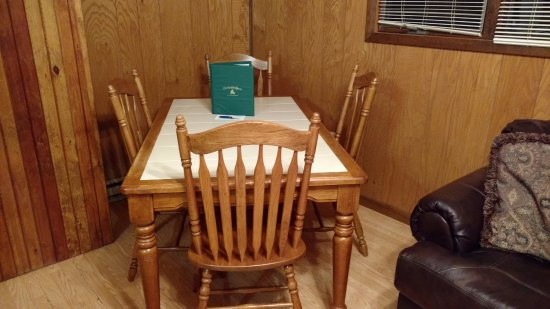 Cabins, WV: Nice kitchen table