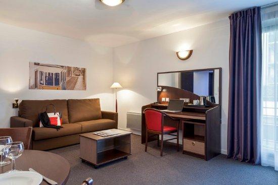 Comfort Suites Port-Marly Paris Ouest : Guest room