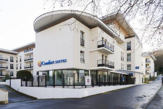 Comfort Suites Port-Marly Paris Ouest : Hotel exterior