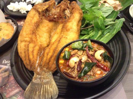 Pathum Thani, Thaïlande : ความเห็นส่วนตัวคืออาหารรสชาติถูกปาก อร่อยทุกจาน ราคาเหมาะสม ไม่แพง ชอบมาก กินได้เรื่อยๆ ถูกปากทั