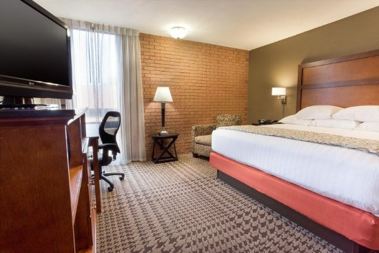Jackson, MO: King Deluxe Room