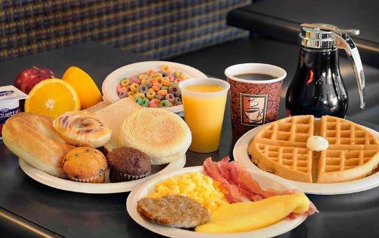 Pembroke, Canada : Free Hot Breakfast!
