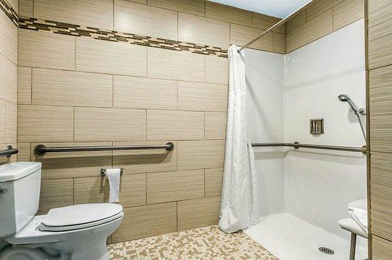 Fortuna, CA: Bathroom