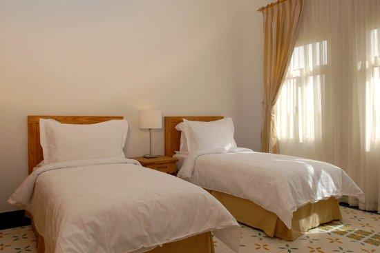 Al Jahra Copthorne Hotel & Resort: Chalet Beds
