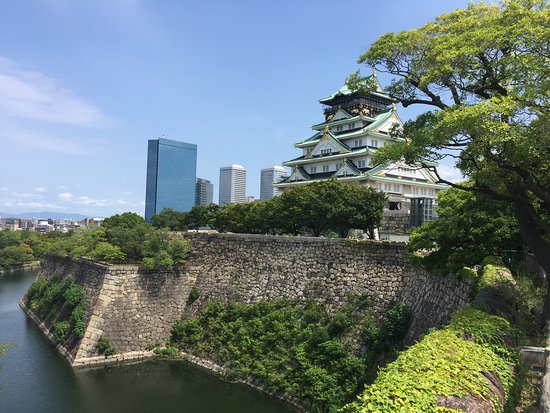 โอซาก้า, ญี่ปุ่น: Osaka Castle. Beautiful historic place. My two sons enjoyed running around the park and playing