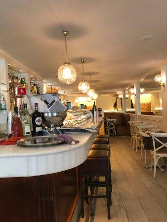 Restaurante regine tavern en tarragona con cocina otras - Cocinas tarragona ...
