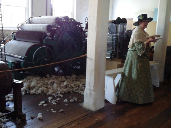 "Salem, OR: docent tour guide, ""Fanny Kay"" explaining the wool making process"