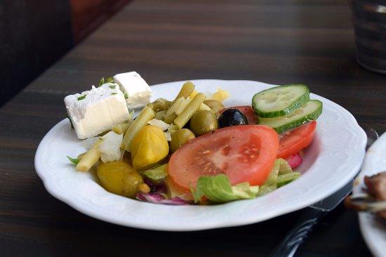 Quakenbrueck, Tyskland: Salatteller --- der Feta Käse ist mild sehr und nicht trocken hervorragend kann man nur empfehle