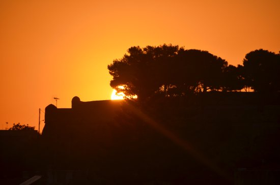 Faros Beach Hotel: Sunset over the Fortezza from the roof terrace