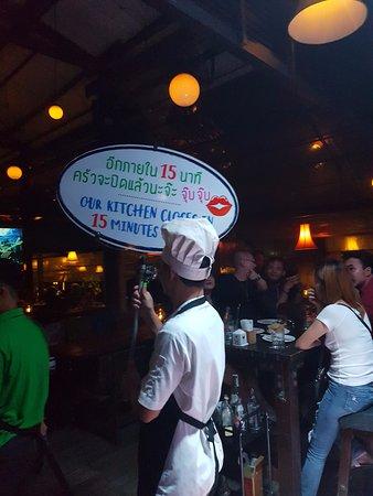 6df93a48fbe691 Annonce pour les dernières commandes - Picture of The Good View Bar ...