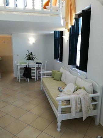 Anthonas Apartments: IMG_20170829_164649_large.jpg