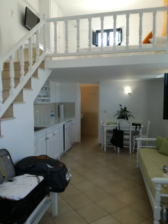 Anthonas Apartments: IMG_20170829_164652_large.jpg