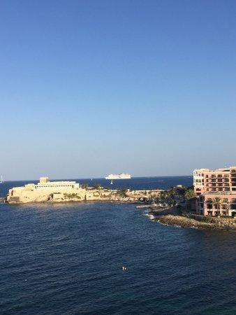 Marina Hotel Corinthia Beach Resort: photo1.jpg