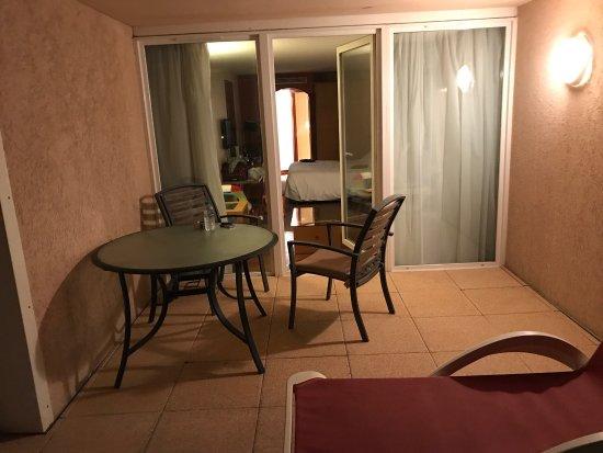 Grand Hôtel des Flamants Roses : Chambre et terrasse