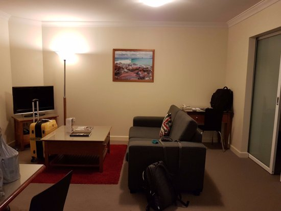 Mounts Bay Waters Apartment Hotel: Living/dining area