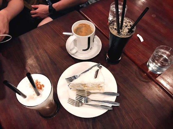 Joma Bakery Cafe: photo0.jpg