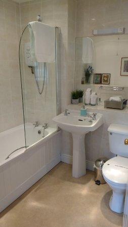 Brocks Guest House: Room 3 Superior Double Bedrrom: Bathroom