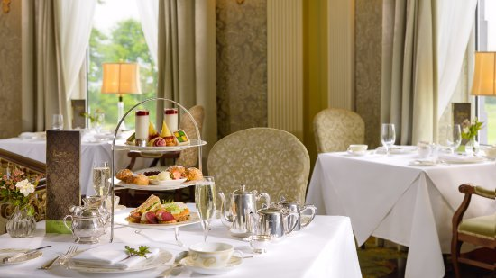 Bushypark, Irlanda: Afternoon Tea in the River Room Restaurant at Glenlo Abbey Hotel